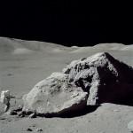 596px-Moon-apollo17-schmitt_boulder