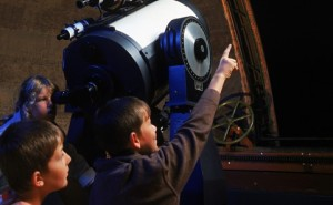 children-at-sydney-observatory-telescope-482x298